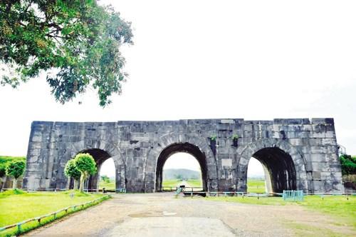 越南清化省胡朝城在全球前21大遗产名单中居第一位 hinh anh 1