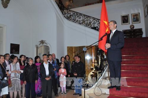 越南驻外使领馆举行九·二国庆70周年庆祝活动 hinh anh 1