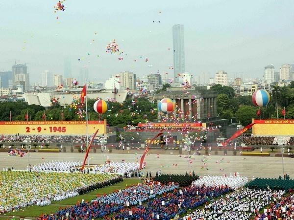 澳大利亚记者眼下多姿多彩、五彩缤纷的越南国庆纪念仪式 hinh anh 1