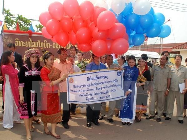 老挝领导人高度评价河内市与万象市的有效合作 hinh anh 1