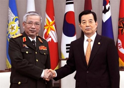 阮志咏上将会见韩国国防部长官韩民求 hinh anh 1
