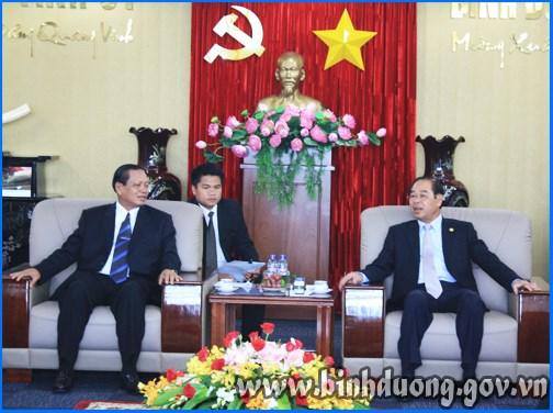 越南平阳省与老挝占巴塞省加强投资合作 hinh anh 1