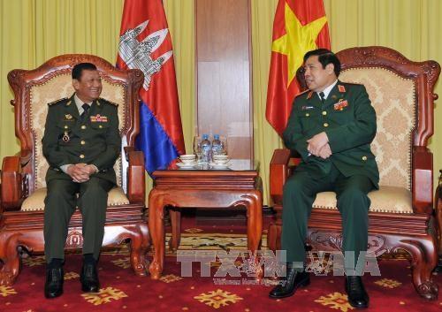 柬埔寨国防部国务秘书率团访问越南 hinh anh 1