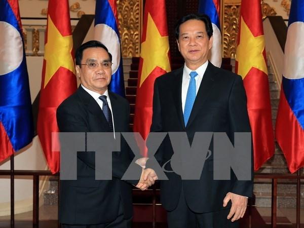 阮晋勇总理与老挝通辛•坦马冯进行会谈 hinh anh 1