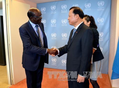 越南政府副总理武文宁在日内瓦密集会见各国际组织领导人 hinh anh 1