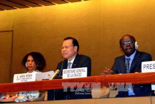 越南政府副总理武文宁在日内瓦密集会见各国际组织领导人 hinh anh 2