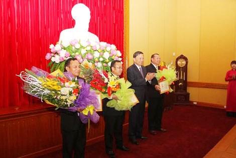 """老挝安全部驻越南代表机构干部荣获越南""""维护祖国安全""""纪念章 hinh anh 1"""