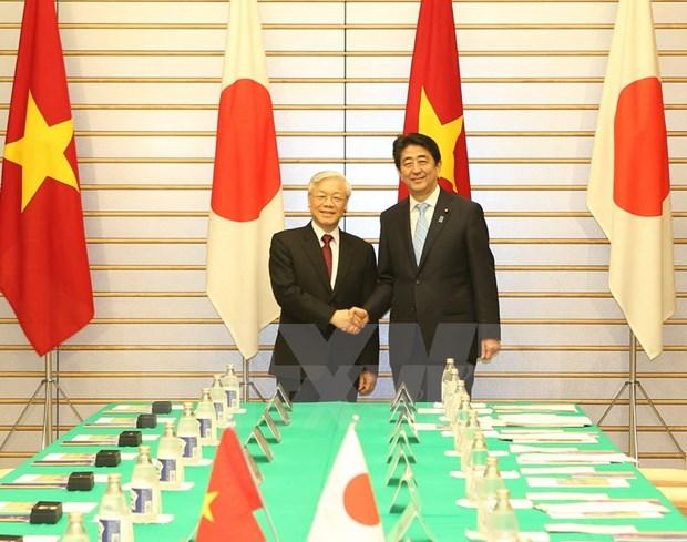 越共中央总书记阮富仲与日本首相安倍晋三举行会谈 hinh anh 1
