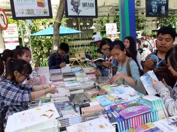 """题为""""书籍与遗产""""的2015年河内图书节即将举行 hinh anh 1"""