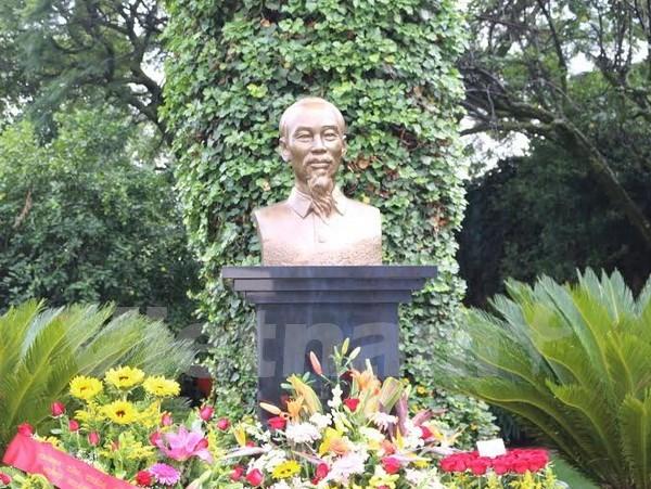 胡志明主席塑像落成揭幕仪式在墨西哥隆重举行 hinh anh 1