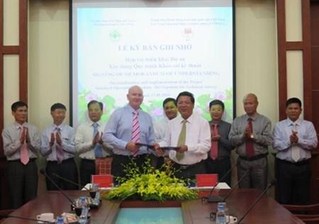 越南与挪威签署克服越南爆炸物污染后果备忘录 hinh anh 1