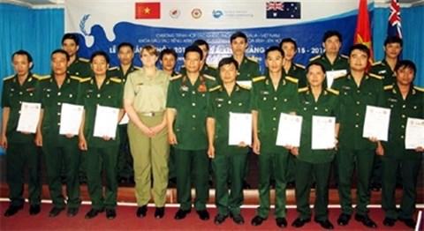 参加联合国维和行动的医师队伍英语培训班结业 hinh anh 1