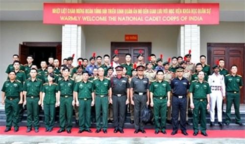 印度少年军代表团与越南军事科学学院举行交流活动 hinh anh 1