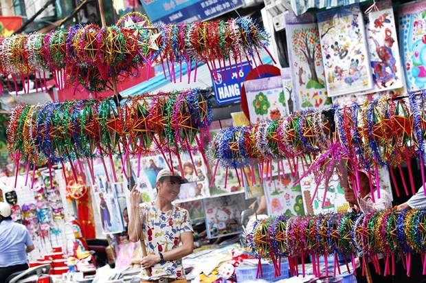 外国游客欢乐过越南传统中秋节 hinh anh 1
