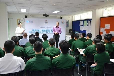 英国协助越南军官提升英语水平 hinh anh 1