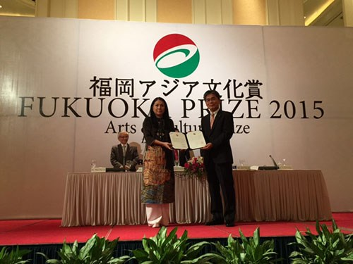 越南著名服装设计师明幸获2015年福冈奖 hinh anh 1