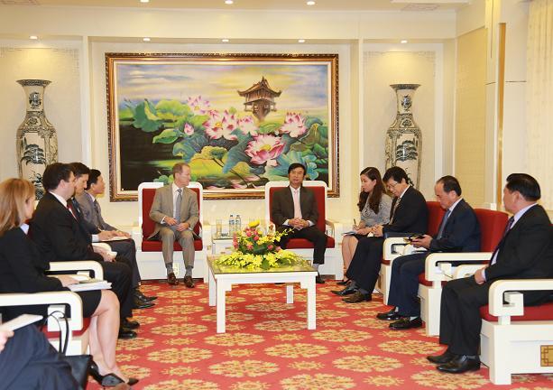 越南公安部和美国执法机构加强合作 hinh anh 1