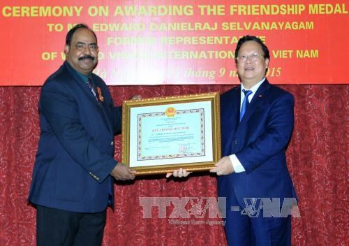 世界宣明会前驻越首席代表荣获友谊勋章 hinh anh 1