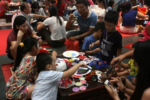 """浓郁传统特色的""""提灯出门逛街""""活动在河内博物馆举行 hinh anh 3"""