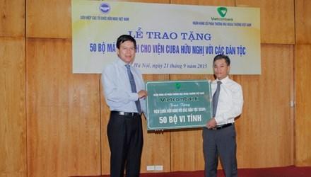越南向古巴与各民族友好协会赠送50台电脑 hinh anh 1