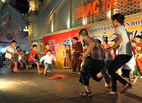 民间游戏抚养着越南儿童心灵之美 hinh anh 1