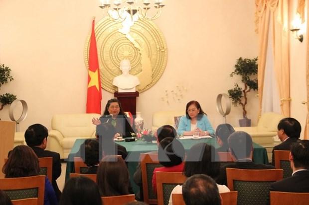 越南国会副主席探访越南驻德国大使馆 hinh anh 1