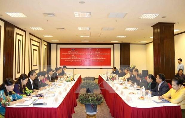 越南与老挝加强民族工作合作 hinh anh 1