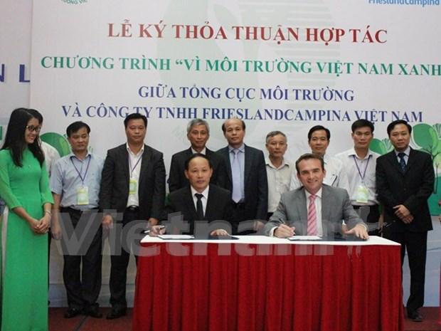 越南菲仕兰坎皮纳公司协助提高群众环保意识 hinh anh 1
