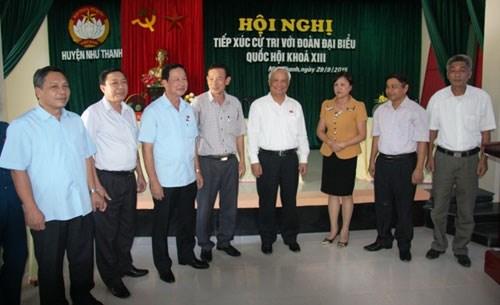 越南党和国家领导接触选民 hinh anh 2