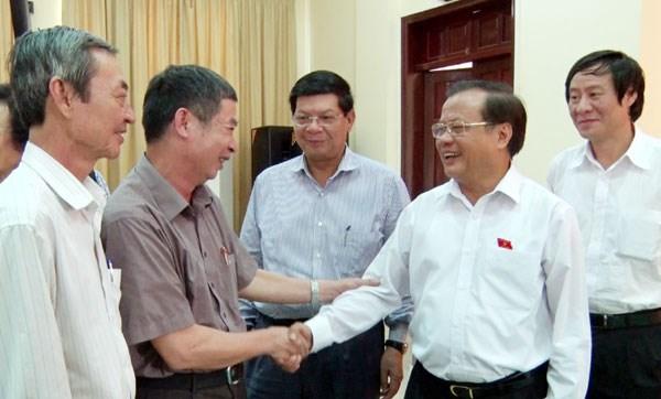 越南党和国家领导接触选民 hinh anh 1