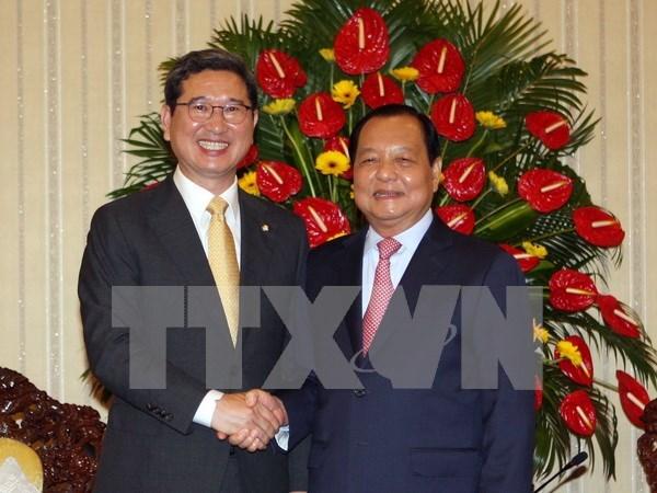 胡志明市委书记会见韩国国会代表团 hinh anh 1