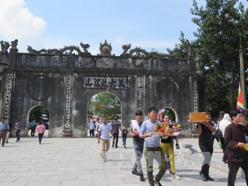 2015年秋季崑山劫泊庙会接待游客量达20万多人次 hinh anh 1