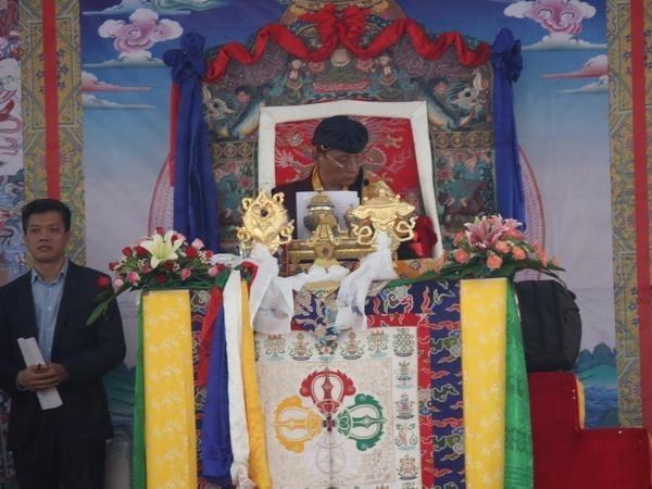 印度竹巴传承精神领袖嘉旺竹巴法王在越南西宁举行超度法会 hinh anh 1