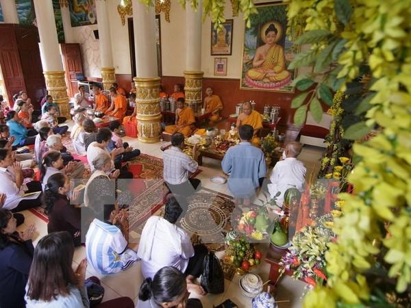 芹苴市领导高棉族同胞传统节日走访慰问活动 hinh anh 1