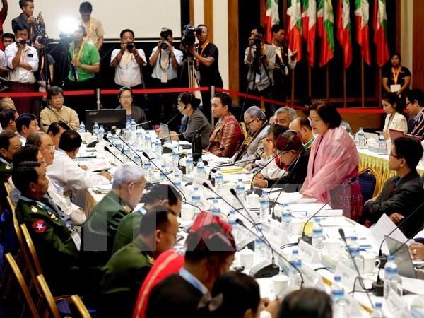 缅甸继续将5支民族武装从非法组织名单中除名 hinh anh 1