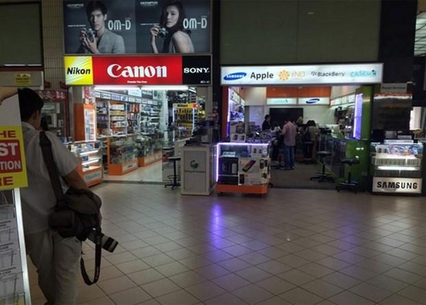 欺骗越南游客的四名新加坡被告被判处4至14个月有期徒刑 hinh anh 1
