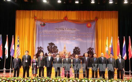 第九届东盟农村发展和扶贫工作部长会议在老挝举行 hinh anh 1