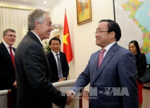 黄忠海副总理会见英国前首相布莱尔 hinh anh 1