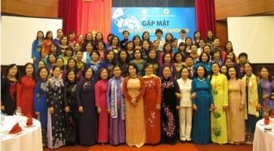 第十三届国会女性代表见面会在河内举行 hinh anh 1