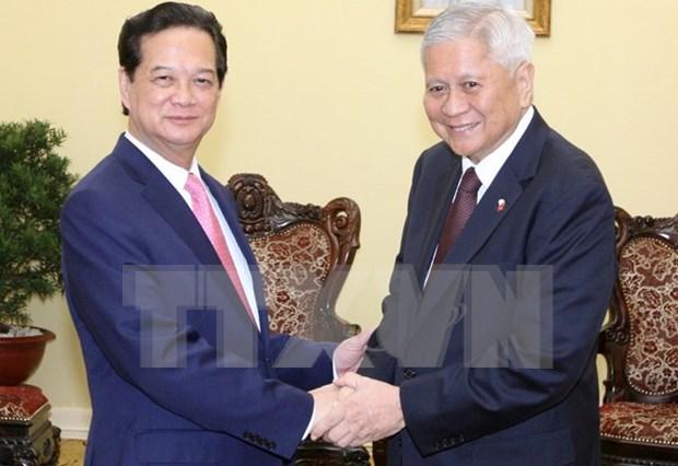 越南政府总理阮晋勇会见菲律宾外交部长 hinh anh 1