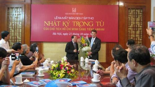 《狱中日记》阿尔巴尼亚文版在越南河内首发 hinh anh 1