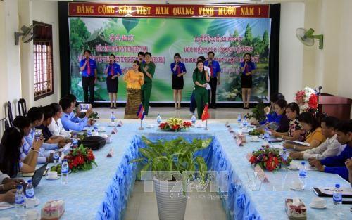 越南昆嵩省与柬埔寨腊塔纳基里省的青年一代加强交流与合作 hinh anh 1