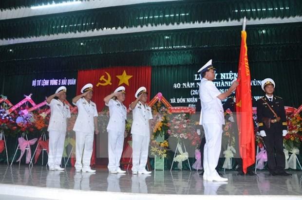 越南人民军海军五区司令部成立40周年纪念典礼在坚江省举行 hinh anh 1