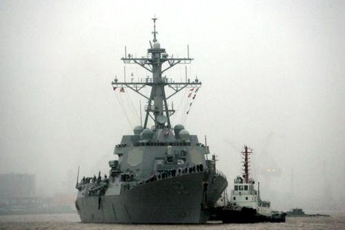 美国军舰驶入中国在东海非法建设的人工岛礁12海里水域 hinh anh 1