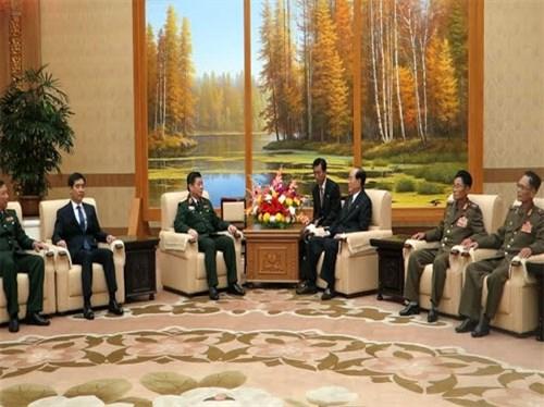 越南人民军队高级政治干部代表团对朝鲜进行正式访问 hinh anh 1