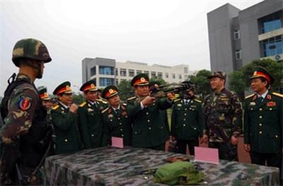 越南第二军区同中国成都军区加强合作 hinh anh 1