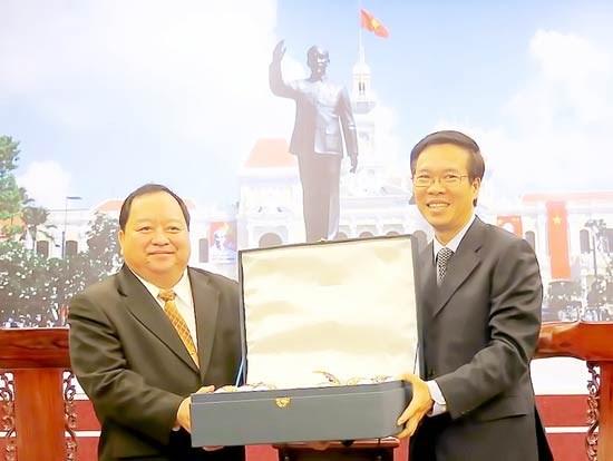 胡志明市领导会见老挝赛宋本省省委书记 hinh anh 1