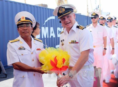 澳大利亚皇家海军船对岘港市进行访问 hinh anh 2