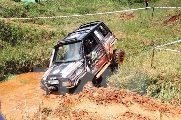 2015越南国际雨林汽车挑战赛在平阳省举行 hinh anh 1