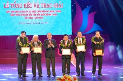 歌颂越南国会的歌曲创作大赛总结和颁奖典礼昨日举行 hinh anh 1